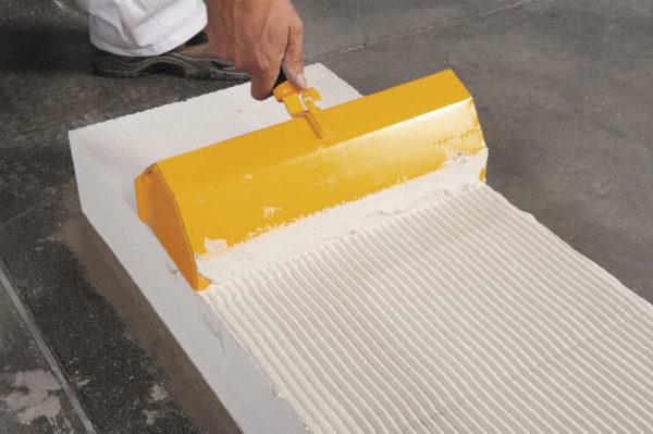 возведение стены при помощи ячеистого бетона