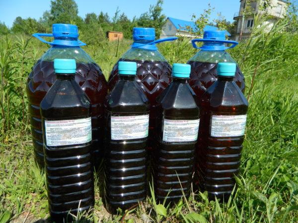 бутылки с кислотным красителем