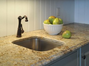 Гранитная столешница на кухне
