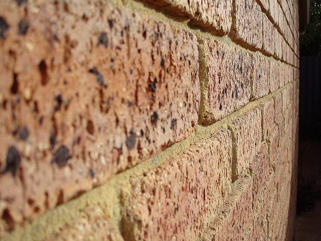 Как правильно сделать ремонт кирпичной кладки стен дома своими руками: инструменты, материалы, оборудование, заделка трещин - технология ремонта стен из кирпича, советы, рекомендации, инструкции