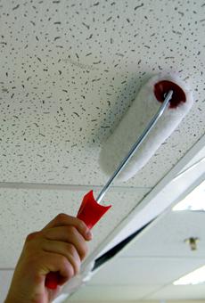 Как ухаживать заподвесными потолками