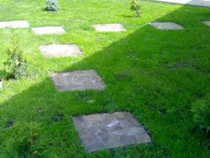 Садовые дорожки своими руками. Изготовление садовых дорожек. Устройство садовых дорожек. Как сделать садовую дорожку. Мощение садовых дорожек. Садовые дорожки из плитки.